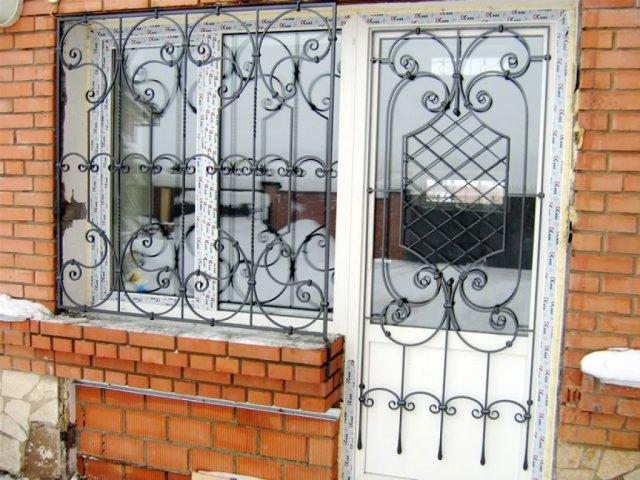 кованые железные двери и окна