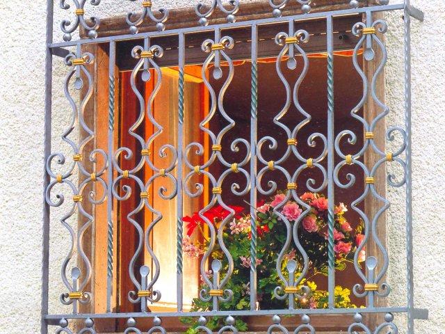 лучшие фирмы по вставке железных решеток на окна в москве