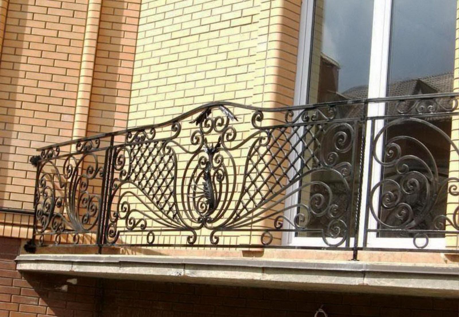 Где можно встретить кованые балконы?.